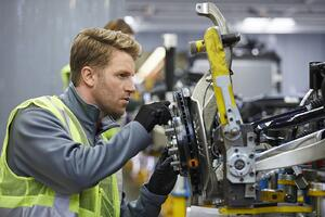 4_Benefits_of_Working_in_Auto_Manufacturing