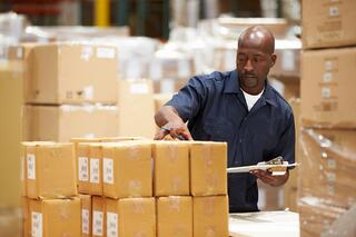 How_to_Find_Order_Pickers_for_Your_Warehouse_Quickly.jpg