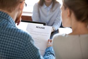 4-tips-to-prepare-your-resume-and-LinkedIn-Profile-for-the-job-search